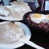 ナッツのパンケーキとロコモコセット ホノルル「エッグス・シングス」