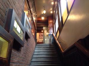 すずや入口階段